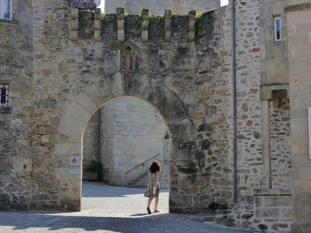 Loin de la foule - Village de Corrèze, la Porte Margot