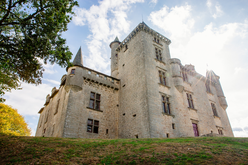 S'évader et se ressourcer en pleine nature - Le château de Sédières ©Les Conteurs