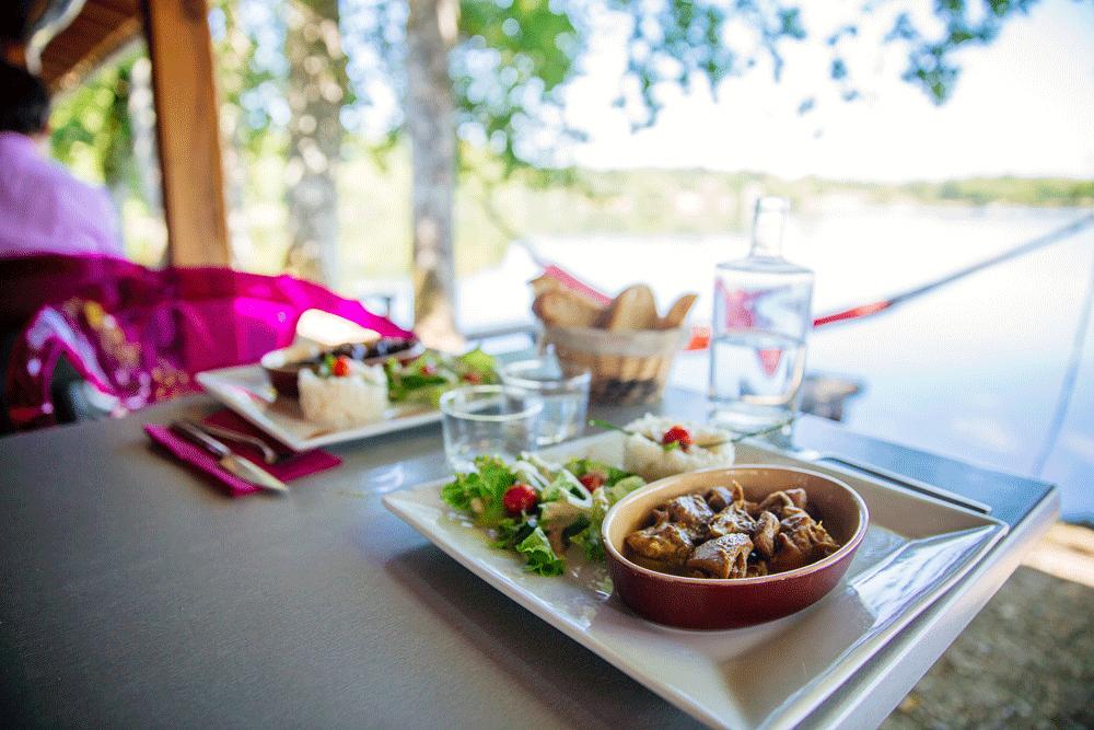Où manger en terrasse ? Restaurant L'Elot ©Agence les Conteurs
