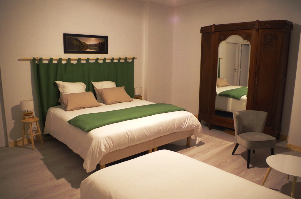 chambres d 39 h tes la verenerie gumond en corr ze. Black Bedroom Furniture Sets. Home Design Ideas